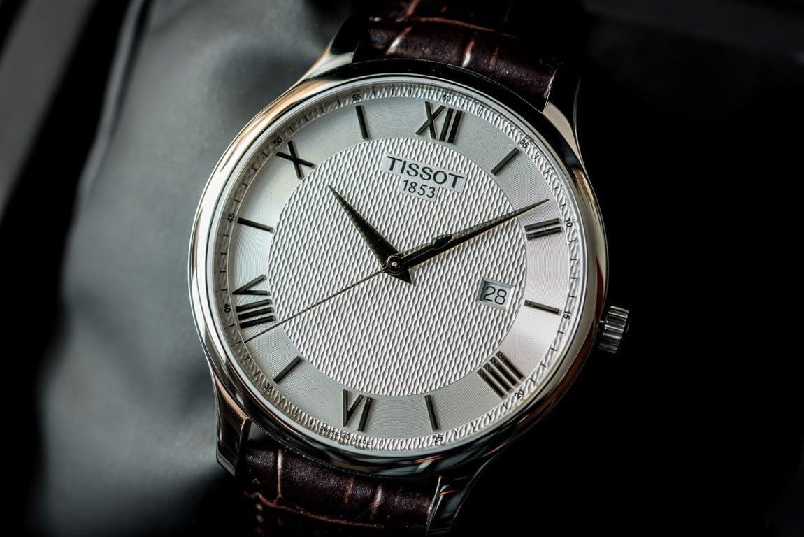 Kiểm tra mặt đồng hồ Tissot chính hãng